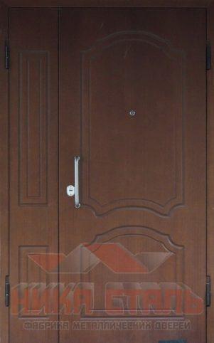 парадная дверь подъезда