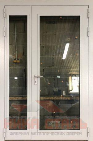 Металлические двухстворчатые двери со стеклом