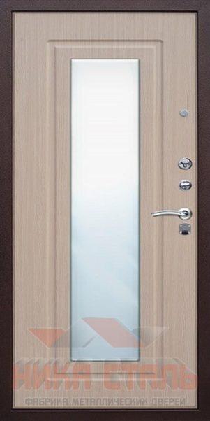 дверь в квартиру с зеркалом