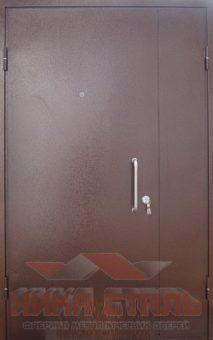 Металлическая дверь в тамбур