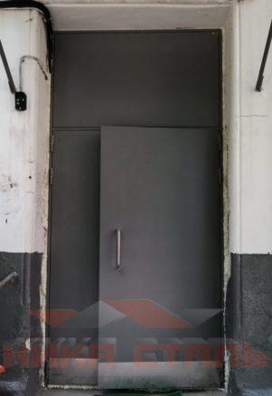 Дверь в подъезд двухстворчатая
