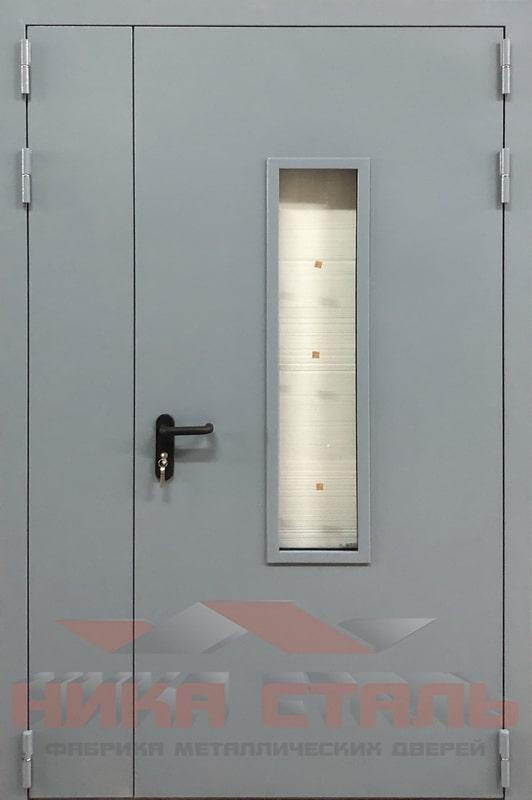 Тамбурная дверь в подъезде многоквартирного дома